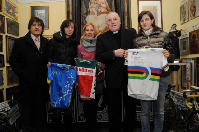 donazione maglie al Santuario del Ghisallo da parte della Ratto , Confalonieri e Anna Mei.